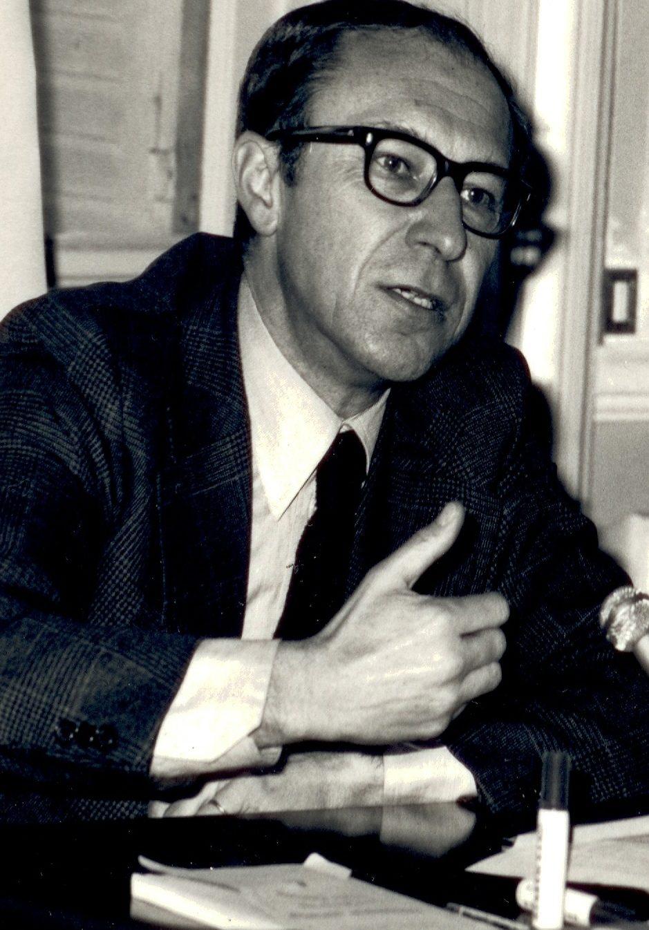 Jean-Louis Quermonne, professeur de science politique, est mort.