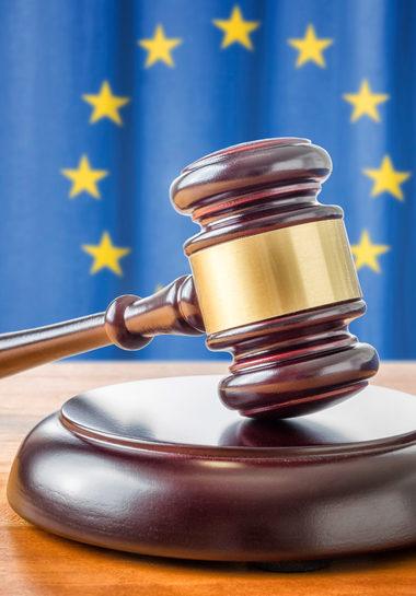 Nouveau rebondissement (attendu) dans la saga du respect de l'État de droit par la Hongrie et la Pologne
